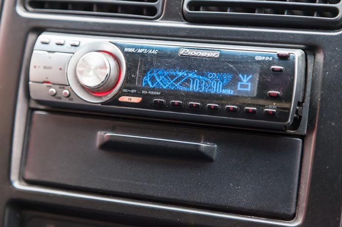 Car radio Pioneer 1din in the dashboard